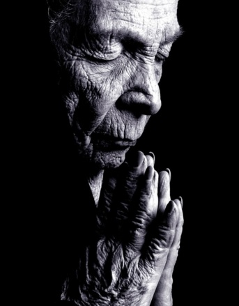 old-woman-praying1